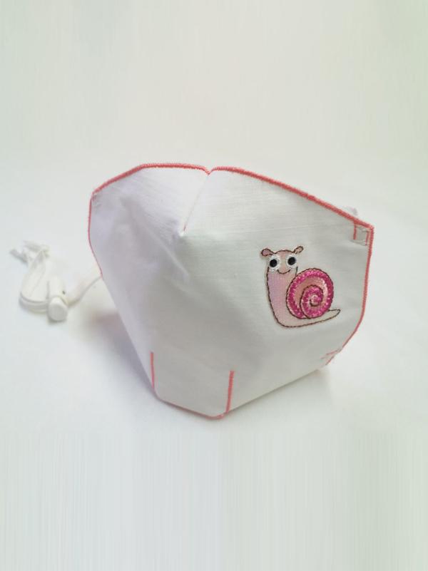 Mascarilla infantil higiénica re-utilizable , con transfer con diseño de caracol
