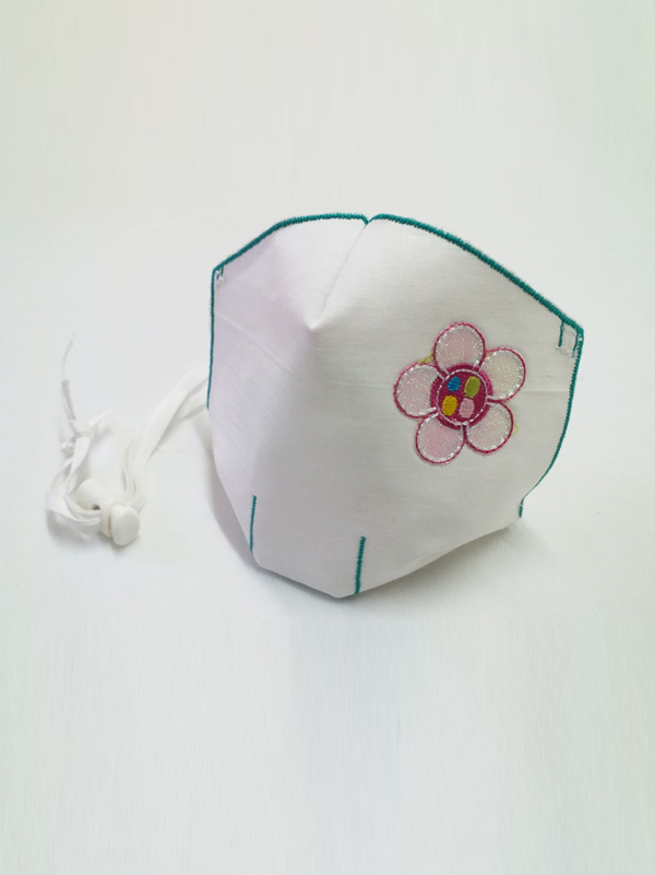 Mascarilla infantil higiénica re-utilizable , con transfer con diseño de flor
