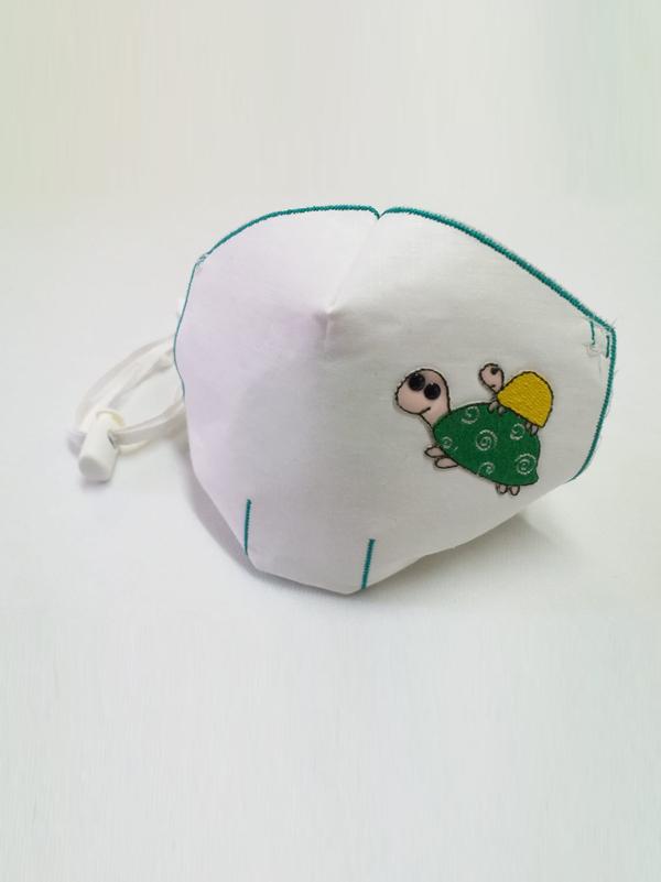Mascarilla infantil higiénica re-utilizable , con transfer con diseño de tortuga